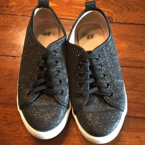 H&M girls size 1 slip on sneakers